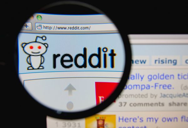 How to create and set up a new Reddit profile with name, bio, avatar