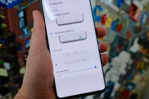 Enable auto-hide navigation bar on Galaxy S10
