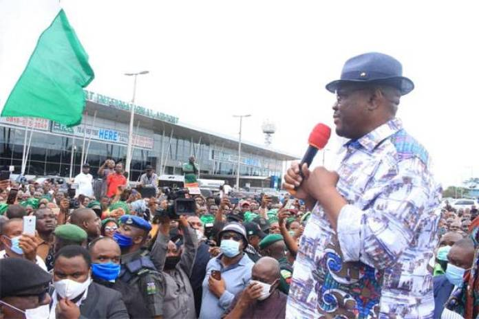 HEROIC WELCOME!!! Gov. Wike Arrives Port Harcourt, Receives Warm Welcome From Crowd - #EdoDecides2010