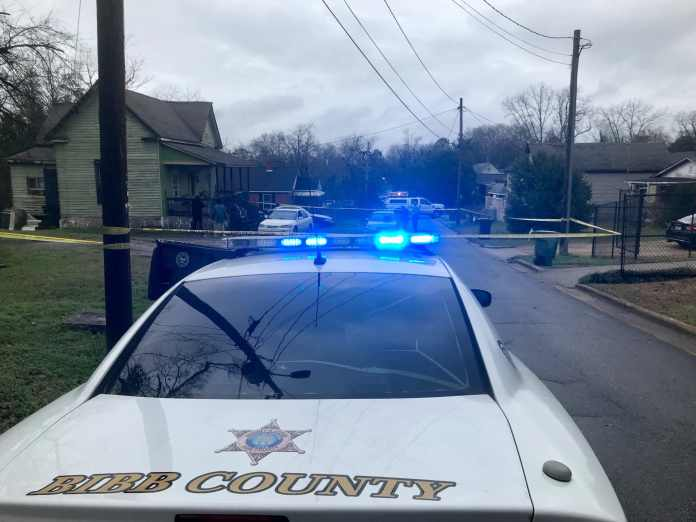Police look for shooter in assault on a driver in Macon