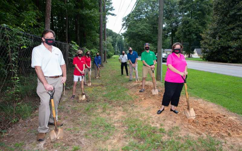 Dunwoody is getting a new sidewalk along Peeler Road