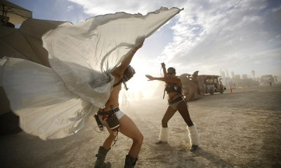 burning-man-dansçılar