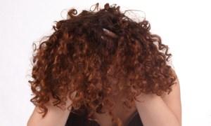kıvırcık-saçlı