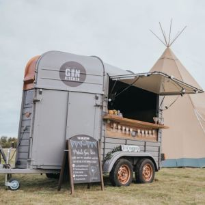 Mobile Event Bar | Horsebox Bar Hire UK