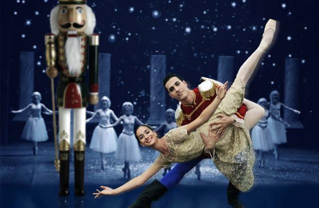 Ballerini che interpretano Clara e il Principe Schiaccianoci