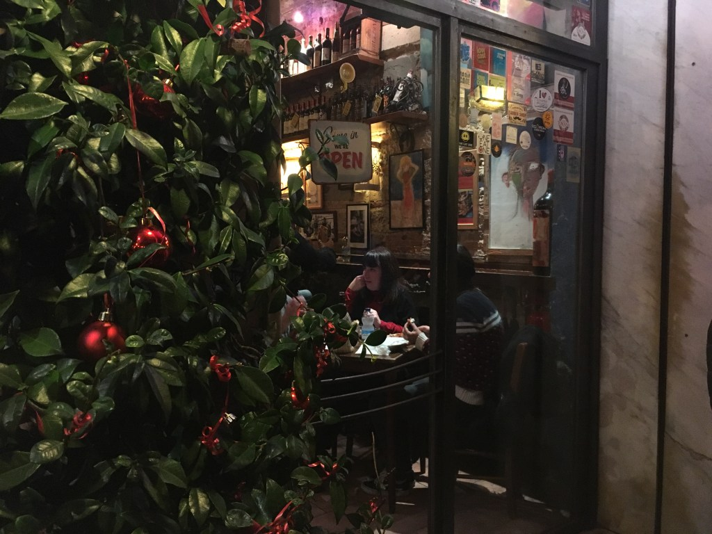 I'm always down for an adventure. When my brother's dinner plans for us fell apart last minute, I rallied. Ae he drove us into Livorno, I googled restaurants. And I found La Barrocciaia, a highly-rated osteria on a side street near Livorno's mercado centrale.