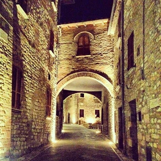 Visita a Corciano in Umbria di notte