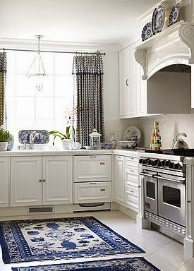25 Classic White Kitchens With Blue Amp White Accessories