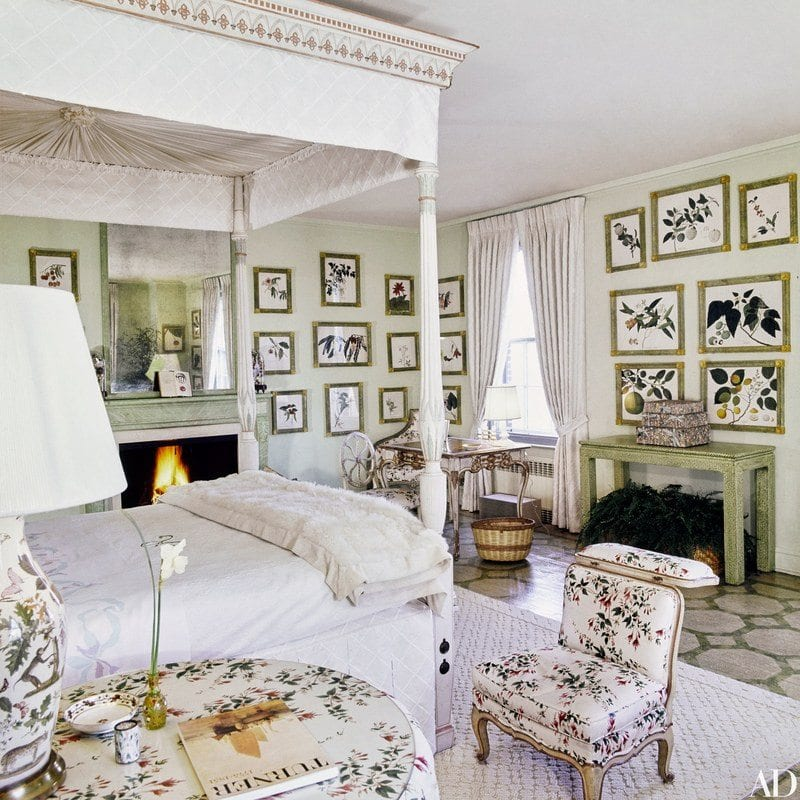 f21639407d2 SIDENOTE  Did anyone else notice that Tory s bedroom bears a striking  resemblance to the former Fifth Avenue bedroom of Lee Radziwill