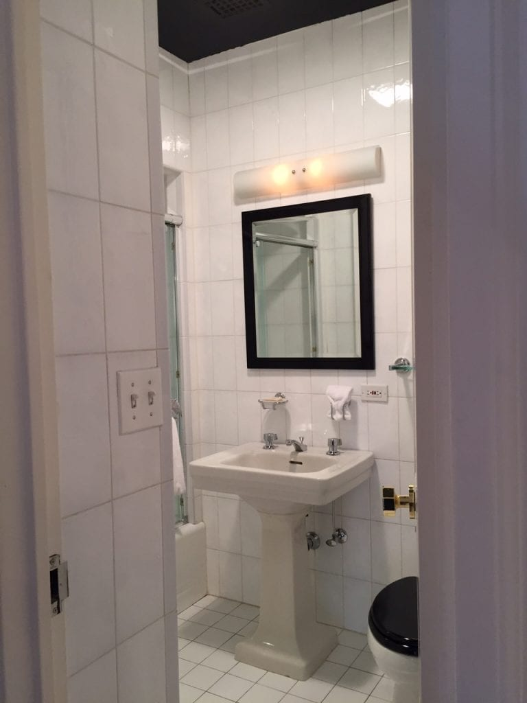 A Glamorous Pied 224 Terre By Cece Barfield Thompson The