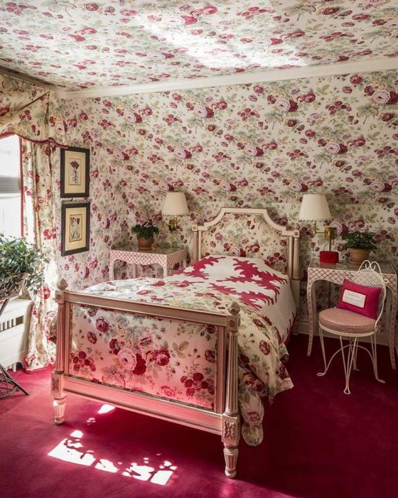 red-chintz-bedroom