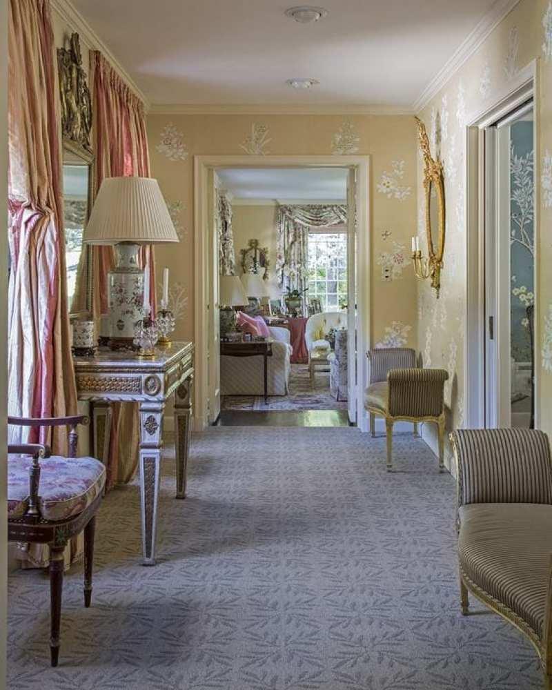 floral-wallpaper-hallway-decor
