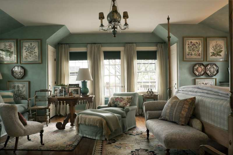 traditional-blue-green-botanical-guest-bedroom