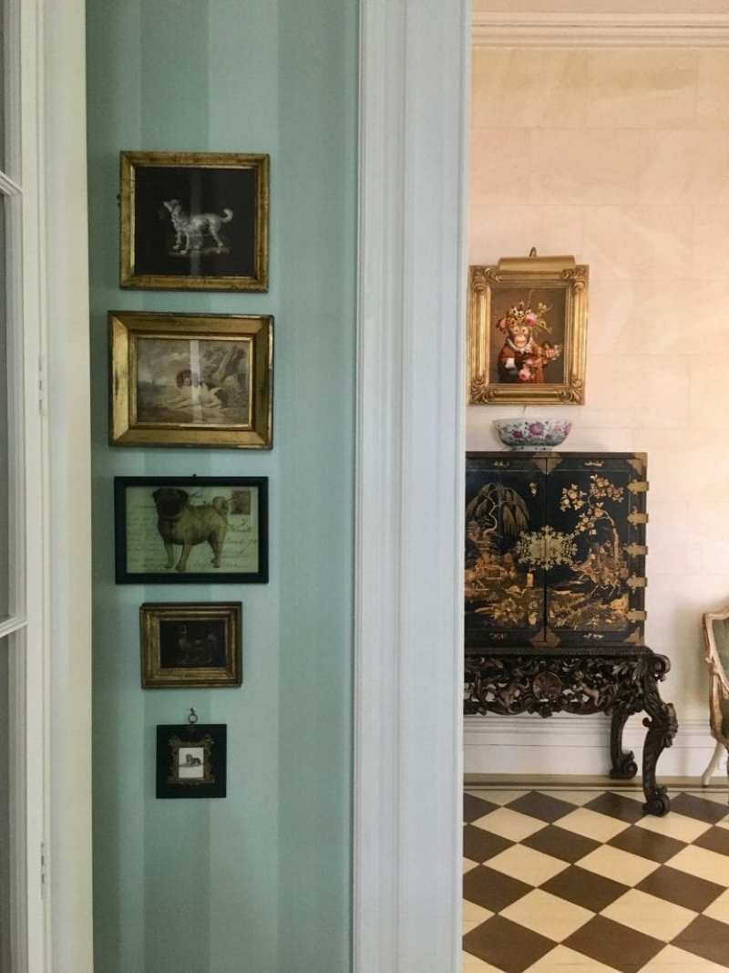 patricia-altschul-isaac-jenkins-mikell-luzanne-otte-isaac-jenkins-mikell-house-charleston-mario-buatta-morning-room-donald-roller-wilson-dog-art