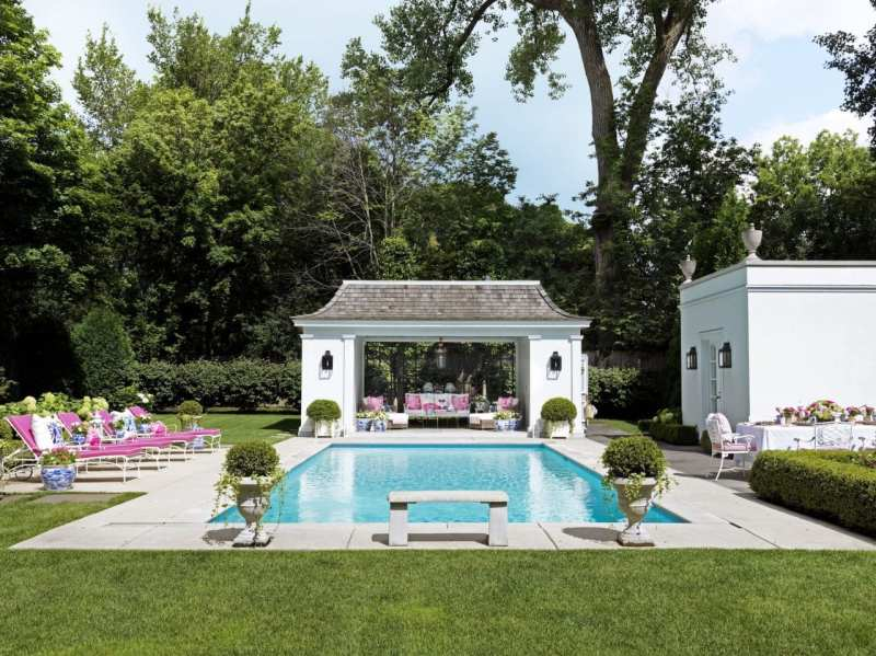 house-beautiful-shelley-johnstone-swimming-pool-pagoda-house-blue-white-chinoiserie-planters-pink