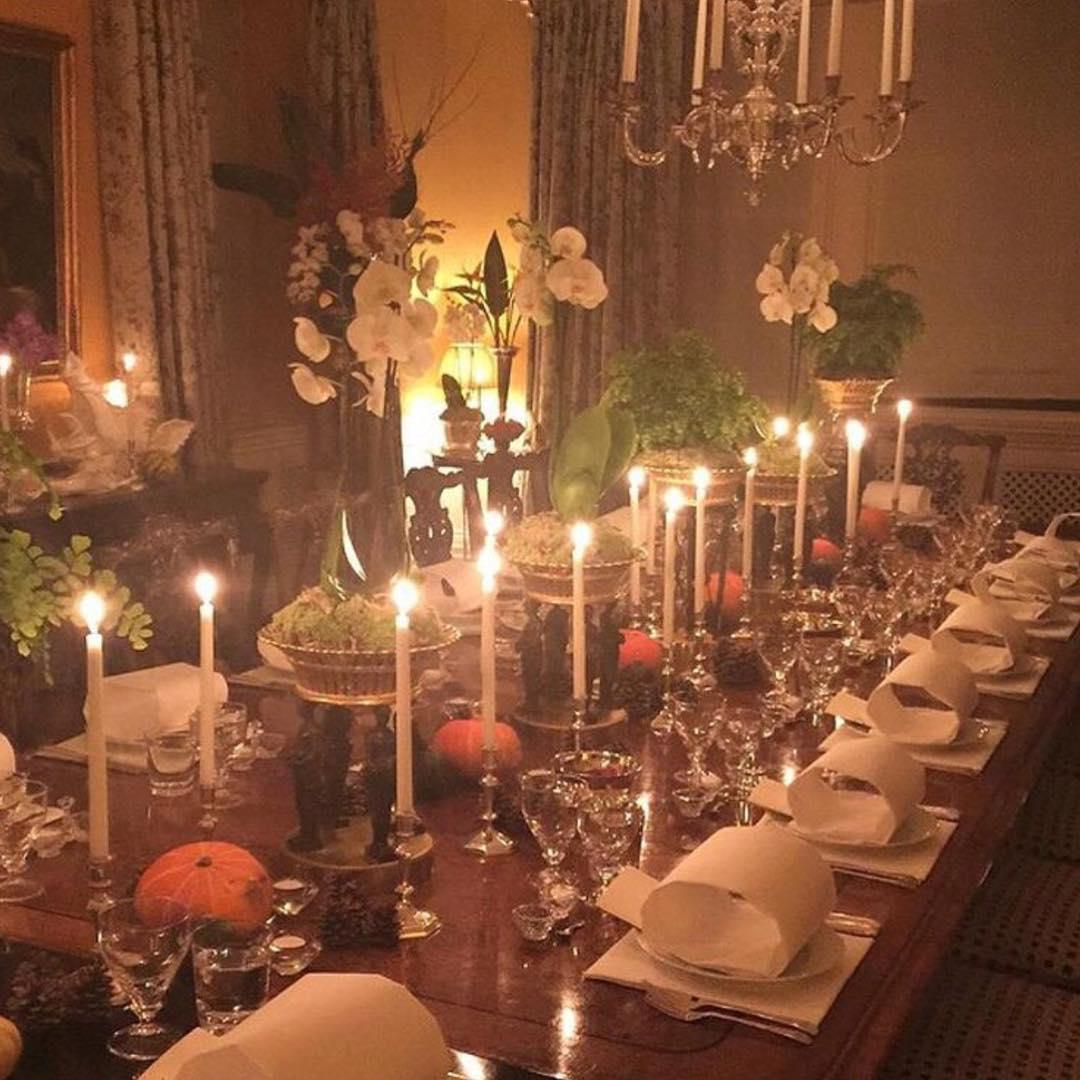 elegant-halloween-tablescape-pumpkins-candles - the glam pad