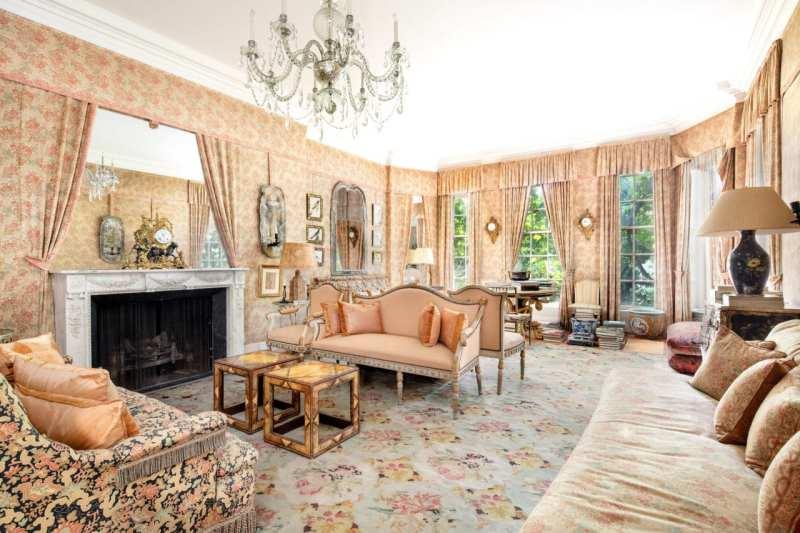 living-room-drawing-formal-1-sutton-place-for-sale-renzo-mongiardino-mott-schmidt-upholstered-walls