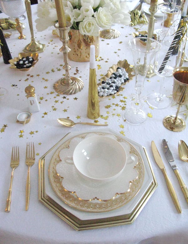 New Years Eve Party Ideas | Traditional Chic New Years Party Ideas | Our complete list of New Years Eve party ideas from decorations to healthy New Years Eve Recipe! We have rounded up a complete list of everything you need to host the ultimate new years eve party! The perfect party New Year's Eve celebration with your friends or family! #nye #newyears #newyearseve #newyearsevedecor #nyedecor #decoration #decorideas #partyideas #celebration #partynewyears #newyearsrecipes #nyerecipes