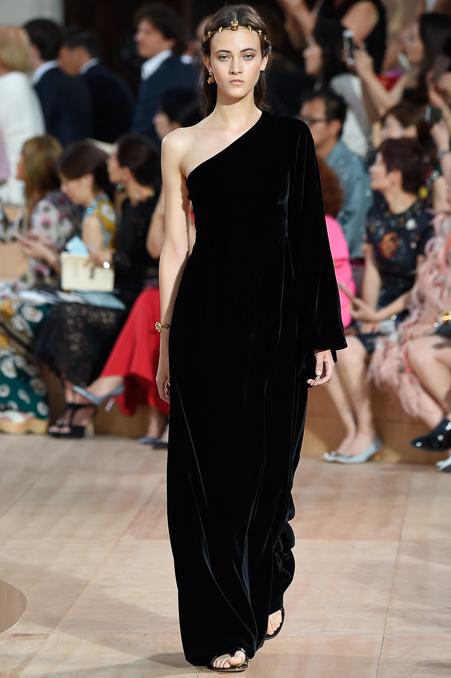 Dolce   Gabbana and Valentino go off schedule for Fall 2015 Haute ... b1d771a142e