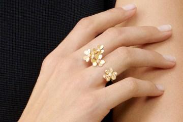 Frivole gold flower finger ring