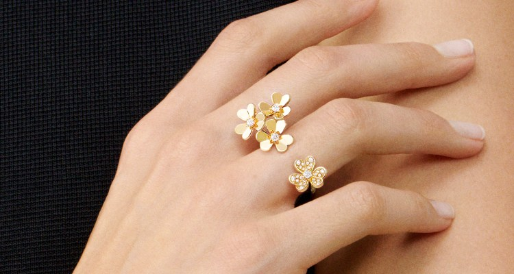 Frivole gold flower finger ring