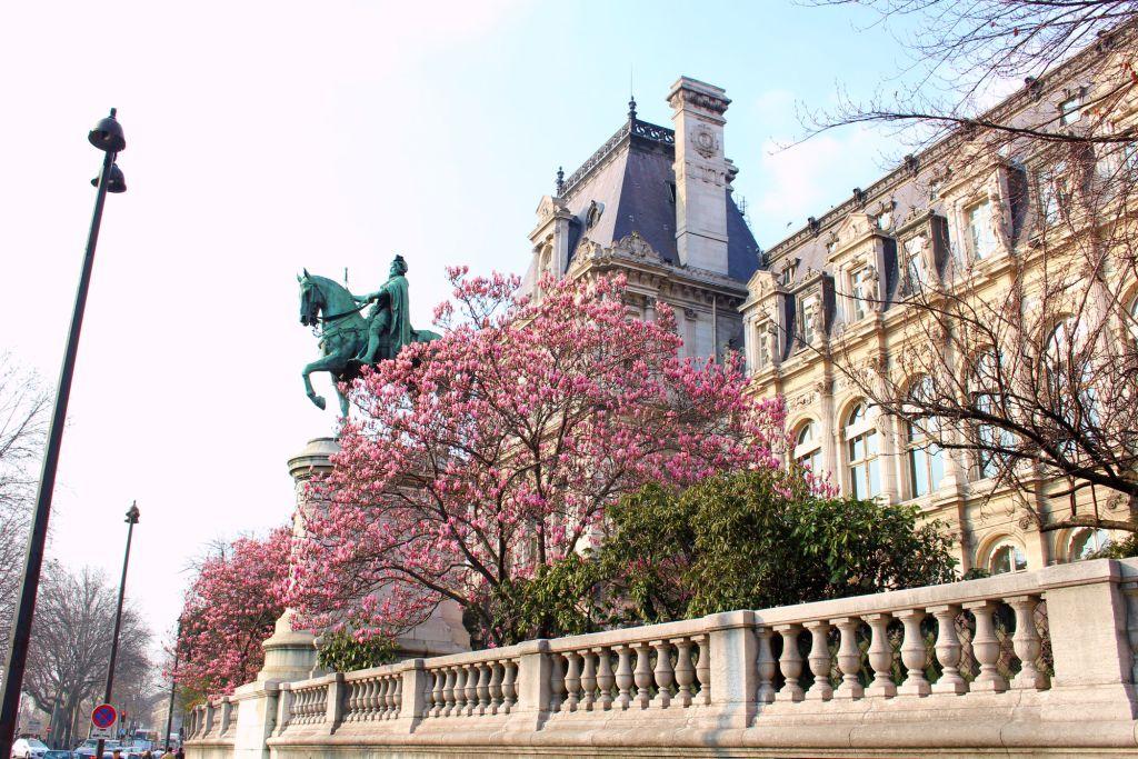 Cherry blossom Paris- Jardin des Combattants Espagnols de la Nueve | The Glittering Unknown