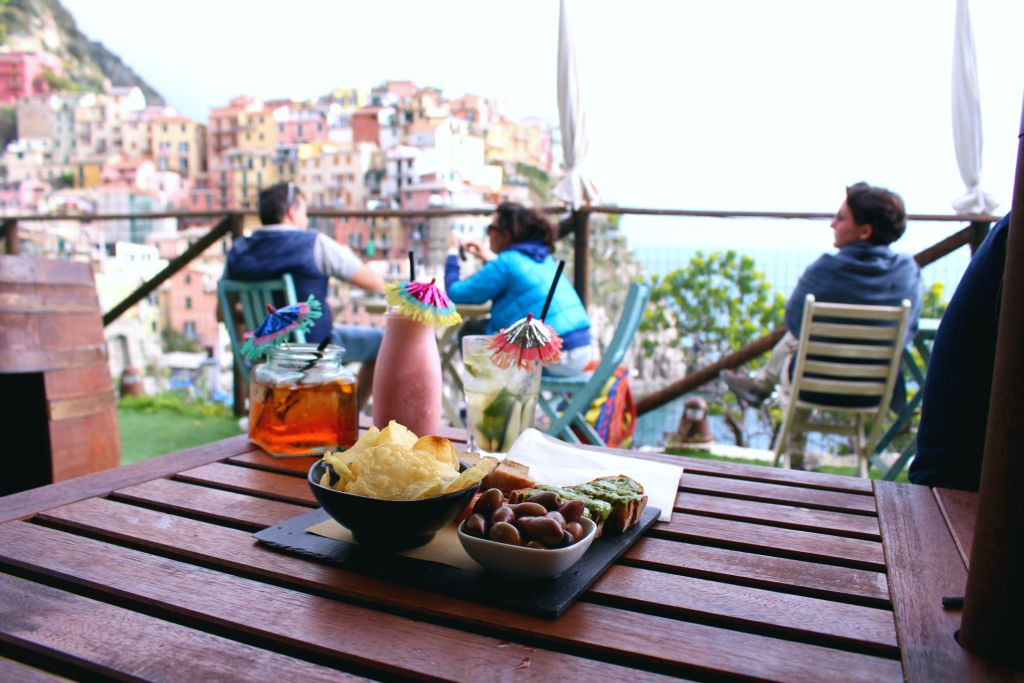 The Glittering Unknown drinks and aperitivo Nessun Dorma Manarola Cinque Terre Italy