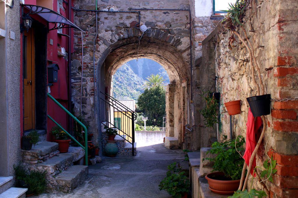 Corniglia Cinque Terre Italy pathway The Glittering Unknown