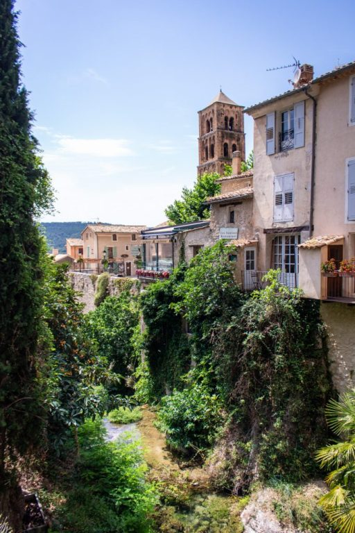 Moustiers-Sainte-Marie - Road Trip in Provence