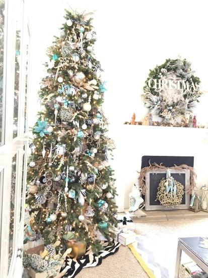 Christmas tree, artwork and Christmas, DIY artwork for Christmas, easy way to dress your walls for Christmas