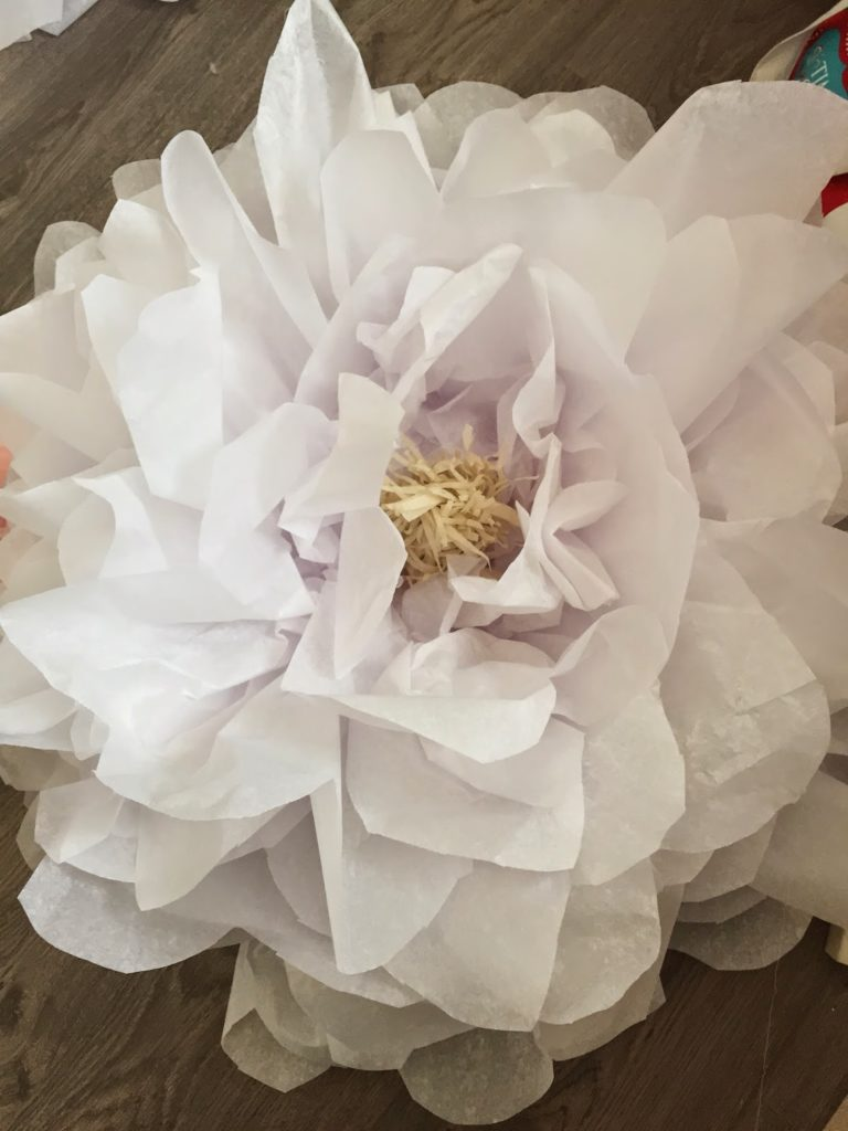 How to make giant tissue paper flowers - The Glitzy Pear