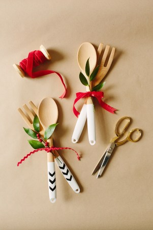 wooden spoons, painted utensils, paint dipped utensils, IKEA hack, DIY, neighbor gifts, crafts for Christmas,