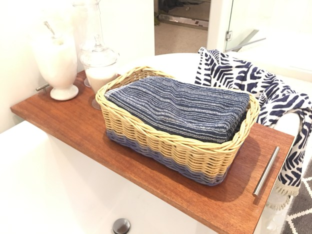 dip dyed baskets, DIY dyed baskets, easy craft, Studio 5, The glitzy pear crafts, how to stripe a basket, tint it spray dye, how to use spray dye, pottery barn knock offs, IKEA hack