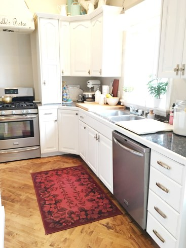 Studio 5, tint it, Design Masters, how to dye with spray dye, spray dye, dye projects, crafts, easy crafts, crafts with spray paint, DIY home decor, home decor, over dye rug, striped baskets, diy striped baskets, dyi over dye rug, dying glass, diy colored glass, tinting paper, dying yarn,