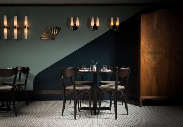 how restaurant lighting helps set the
