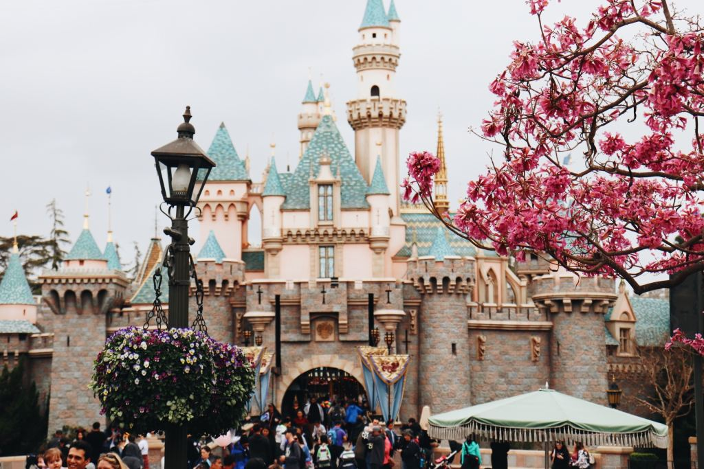 A Guide to Paris Disneyland in France, Europe, when travelling to the Park. A Guide on where to stay, when to go and what to do.