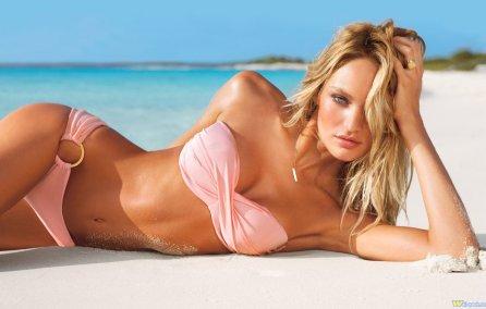 cameron-diaz-in-bikini TheGoldenstyle