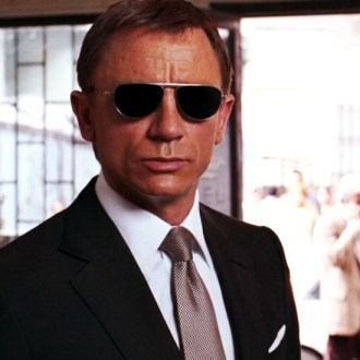 james-bond-luce-los-lentes-de-sol-tom-ford-TheGoldenStyle The Golden Style