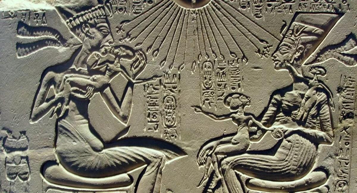 These scenes derive from documentary sun pharaoh. Akhenaten And His New City Akhet Aten