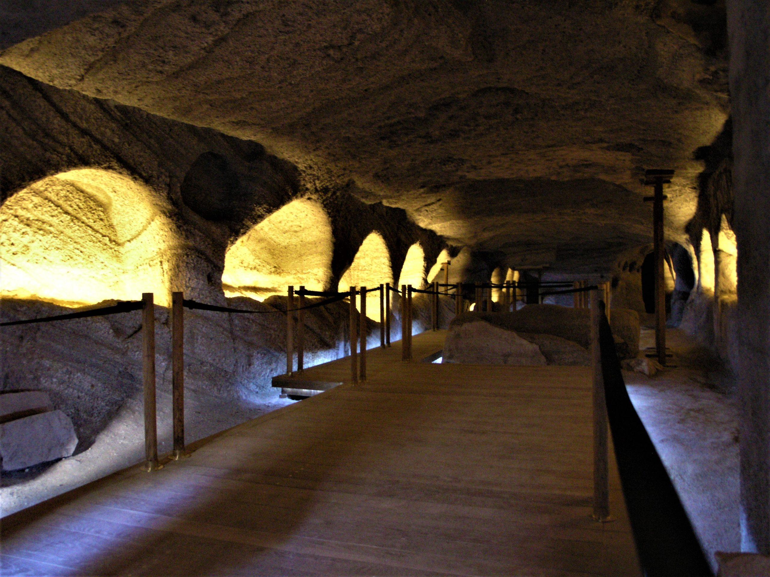 milos katakomves
