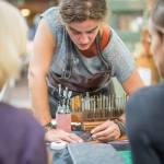 Danielle Roosien Leerbewerkster wordkshop leerbewerken bij The Green Circle Workshops in de Natuur - Het Ambacht van Nu