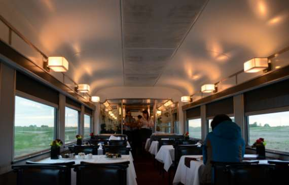 13_2014-05_Via-Rail_Train-Canadien_Montreal-Vancouver_Wagon-Restaurant