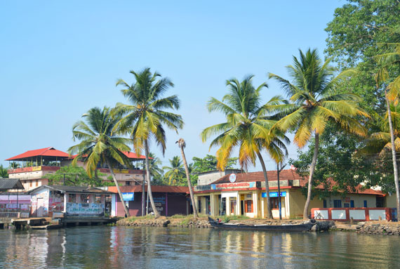 02_Kerala-Blog-Express_Backwaters-Alappuzha_Houseboats-Lakes-and-Lagoons