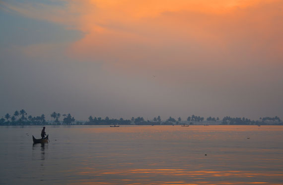13-Sunset_Kerala-Blog-Express_Backwaters-Alappuzha_Houseboats-Lakes-and-Lagoons