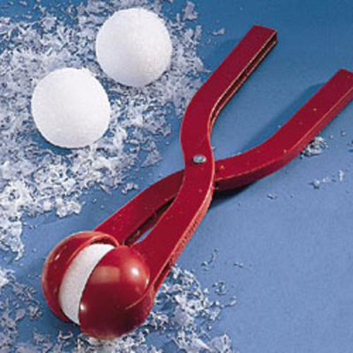 https://i0.wp.com/www.thegreenhead.com/imgs/sno-baller-snow-ball-maker-5.jpg