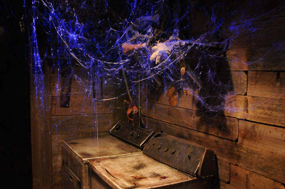 Webcaster Gun  Creates Highly Realistic Halloween Cobwebs