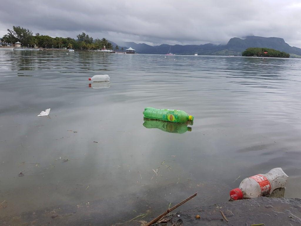plastic pollution mauritius island