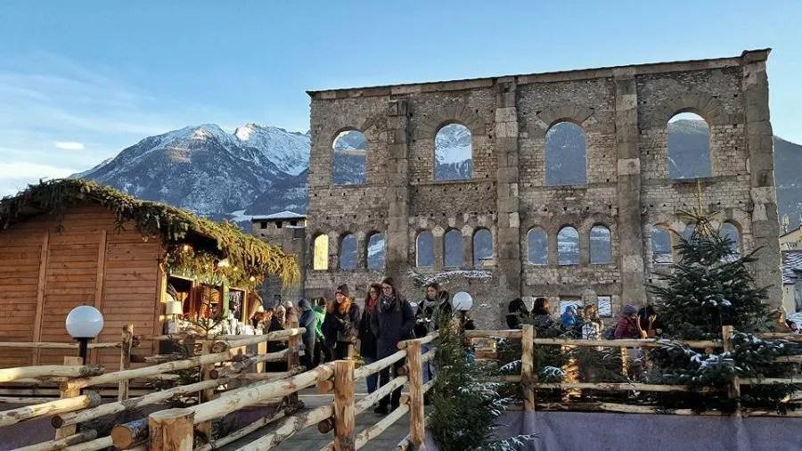 Ma anche altri mercatini, in varie località della valle d'aosta, offrono l'occasione per vivere l'atmosfera incantata del natale. Mercatini Di Natale Di Aosta Nel Teatro Romano Info Utili
