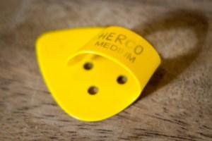 herco-medium-thumb-pick