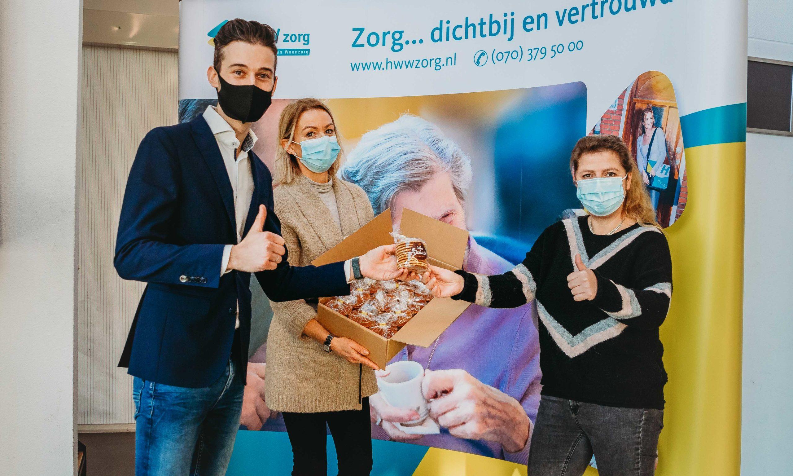 750 Van Schaik stroopwafels gedoneerd aan ouderen van HWW Zorg